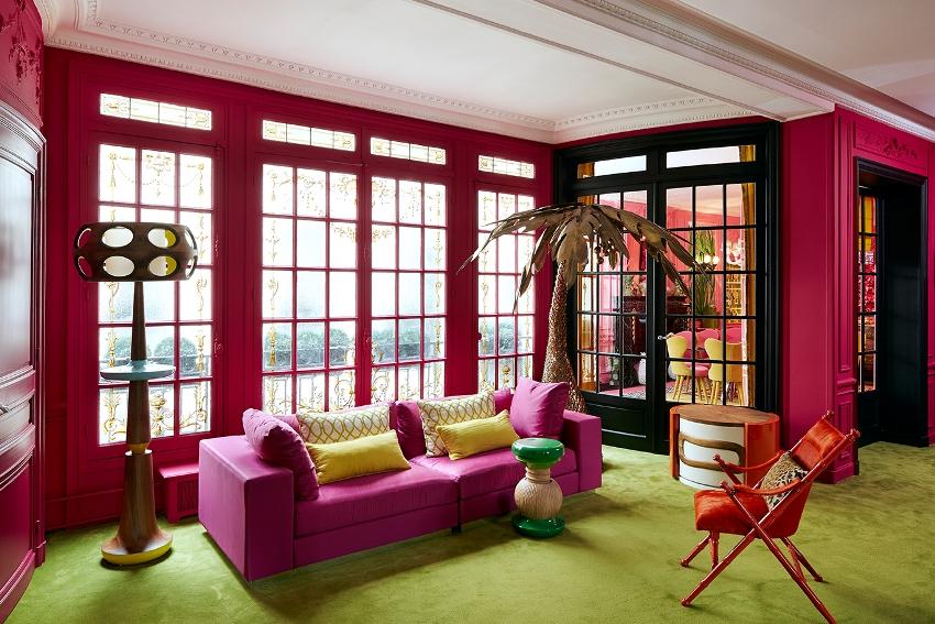 Размер дивана в гостиной зависит от размера комнаты, количества людей, которые будут пользоваться мебелью и функциональности