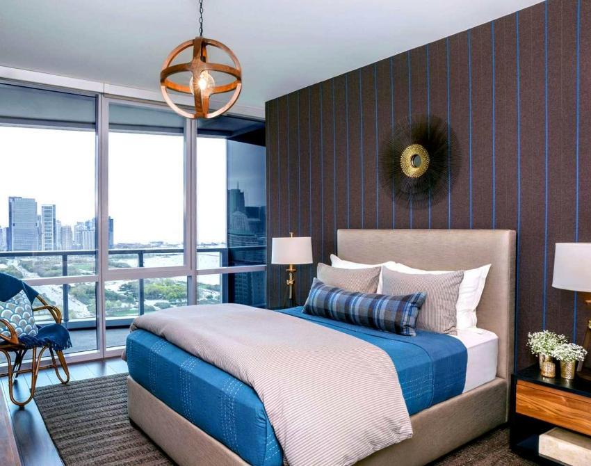 В квадратной спальне 12 кв. м кровать лучше разместить в центре комнаты