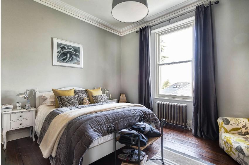Минимализм - это наиболее предпочтительный стиль в оформлении маленьких спален