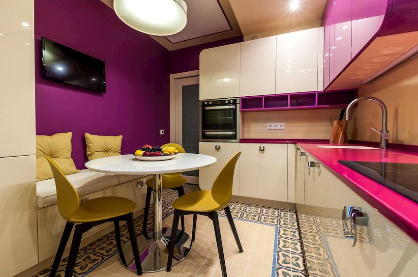Наиболее выигрышно на кухне будут выглядеть сочные оттенки фиолетового цвета