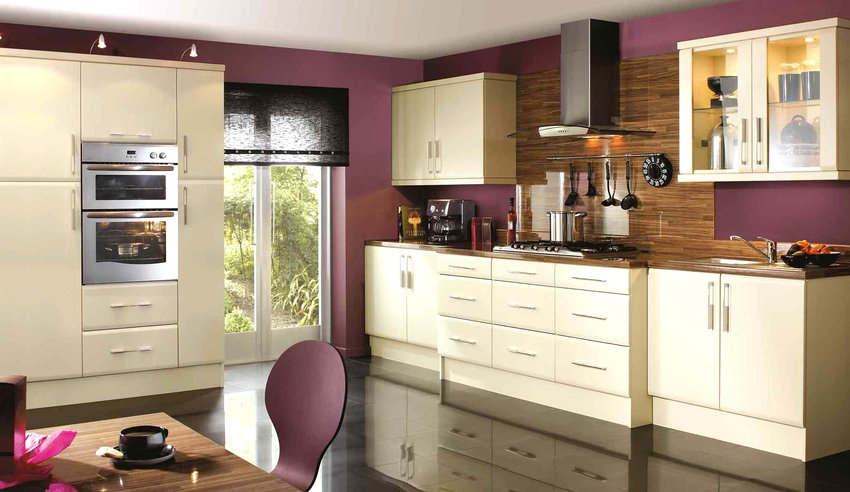 Фиолетовые обои на кухню нужно выбирать без навязчивых рисунков