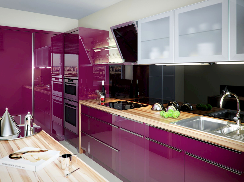 Перебор с фиолетовым цветом на кухне может оказывать гнетущее состояние на психику людей