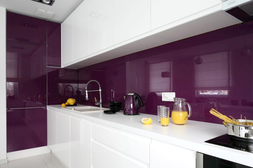 В сочетании с белым можно использовать любой оттенок фиолетового
