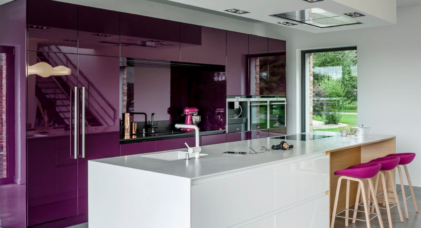 Фиолетовые кухни: лиловое настроение в интерьере