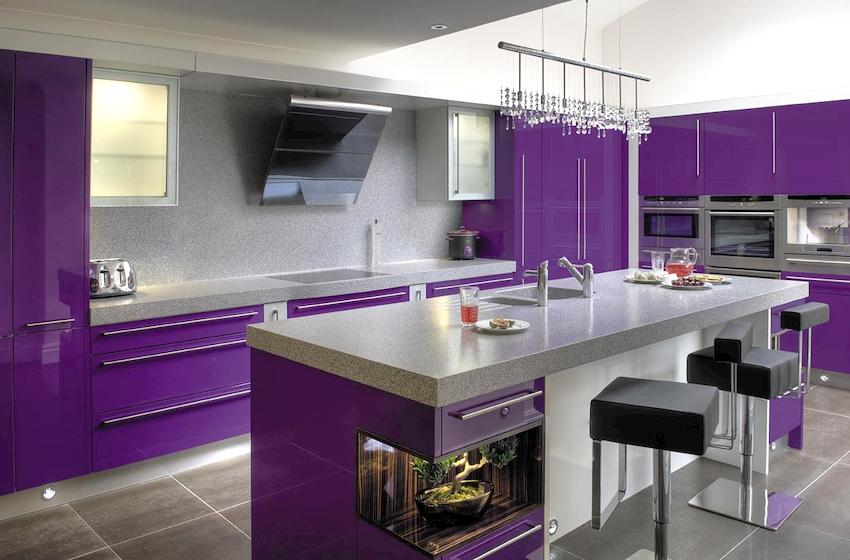 Фиолетовая кухня в интерьере является символом мудрости, духовности, благородства, власти и богатства