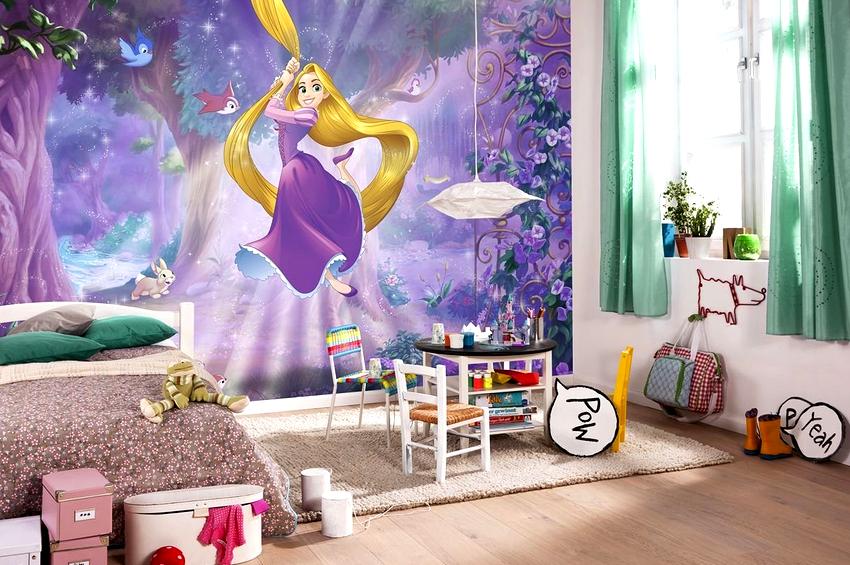Девичья комната, независимо от возраста, может быть украшена фотообоями с принцессами, феями, куклами Барби