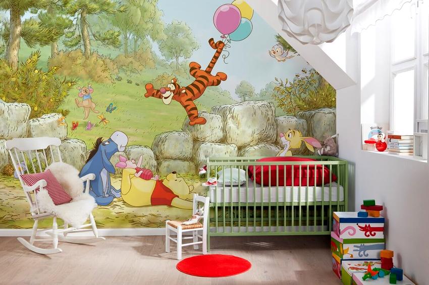 Стены в детской комнате девочки лучше украсить героями мультфильмов