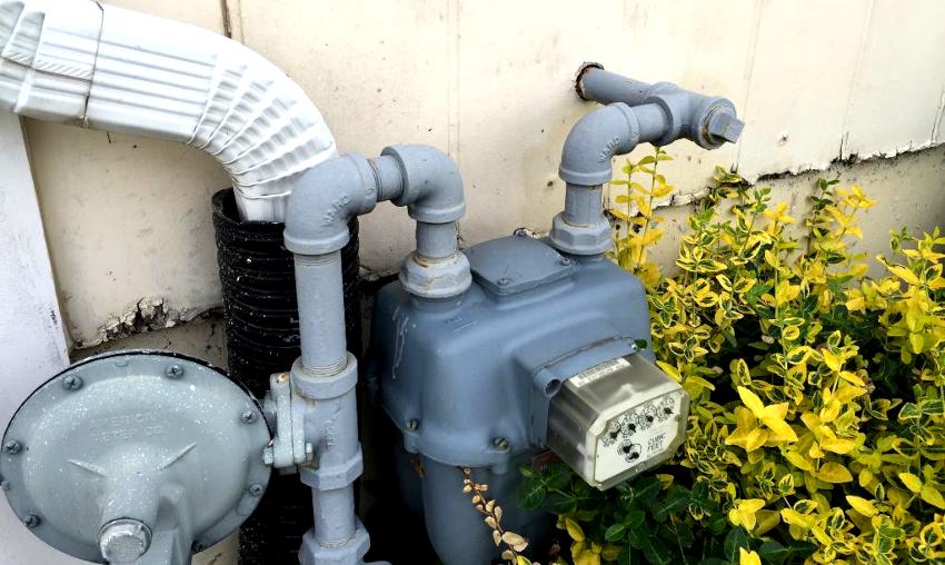 Цена монтажа уличных газовых счетчиков значительно превышает стоимость установки комнатных моделей