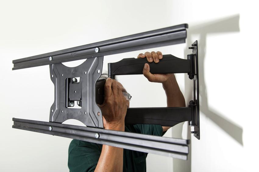 Чем глубже будет вкручен анкер в стену, тем большую массу телевизора он сможет выдержать