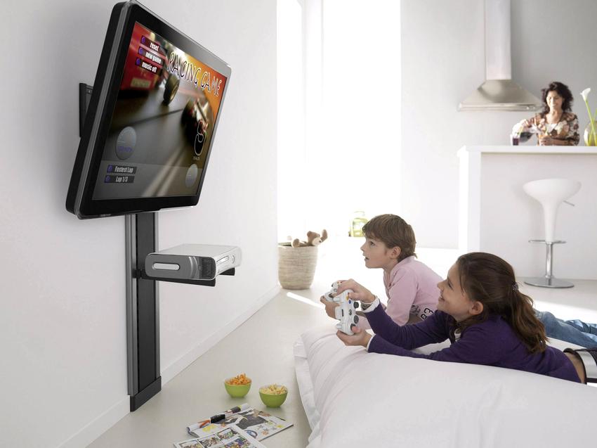 Телевизор нельзя располагать вблизи варочных панелей, каминов и обогревателей