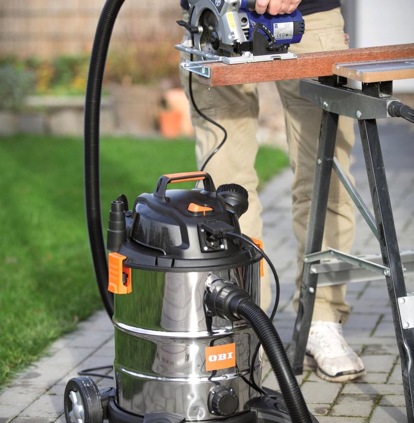В циклонных промышленных пылесосах вместо мешков используется специальный резервуар