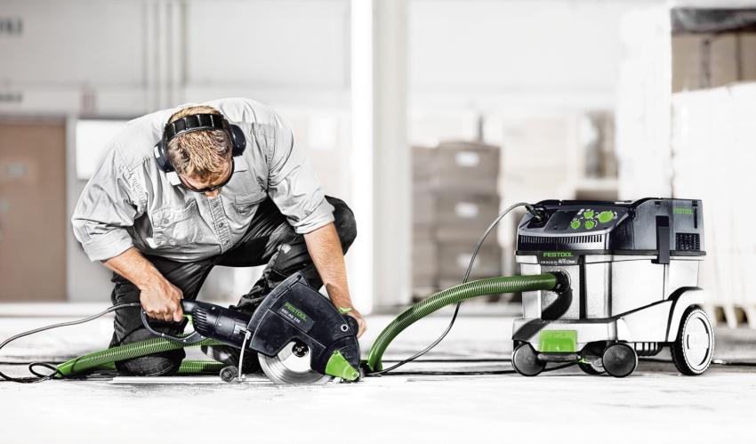 В рейтинге лучших строительных пылесосов, к которым можно подключить штроборез, первые места занимают устройства немецких производителей