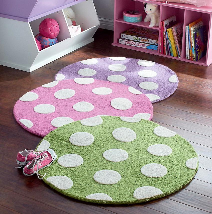 Принимаясь за изготовление коврика в детскую своими руками, необходимо быть уверенным, что после чистки он не потеряет внешний вид