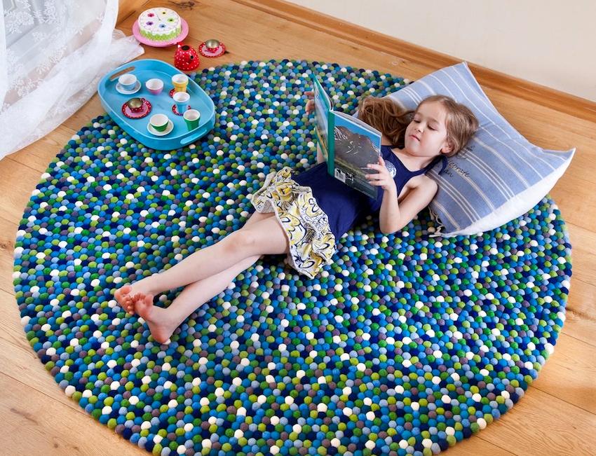 Напольное мягкое покрытие для детских комнат обеспечивает приятные тактильные ощущения, создает теплую прослойку, дополняет интерьер
