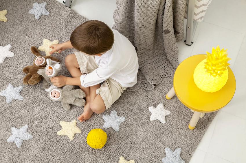 Уход за натуральными коврами в детской требует значительных усилий