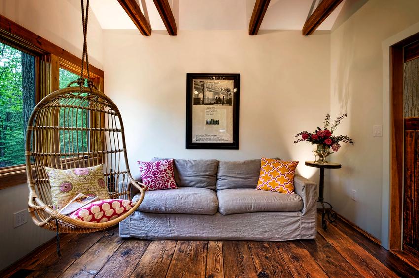 Самыми распространёнными видами подвесных кресел из ротанга являются: яйца, коконы, гнезда или сферы