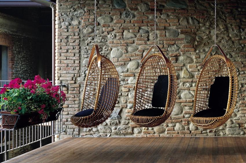 Кресла подвесные компании Икеа отличают чёткие контуры, отсутствие декора и плотный текстиль