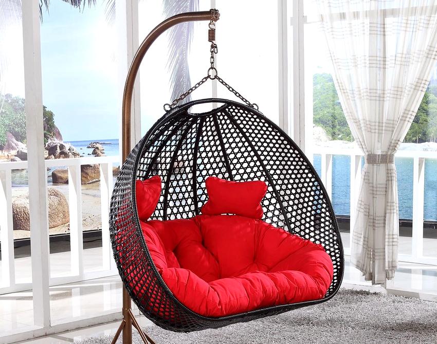Подвесные кресла из искусственного материала прослужат дольше, если в зимнее время их хранить в закрытом помещении