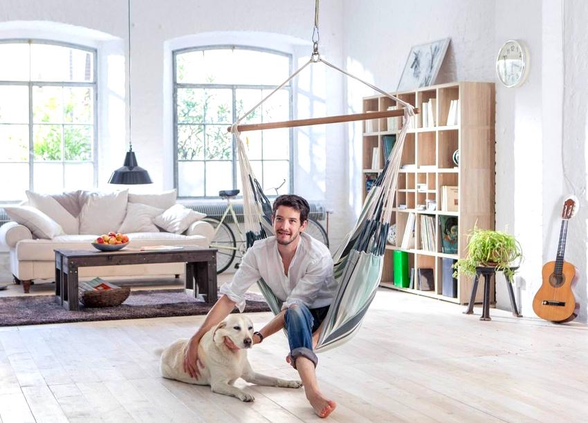 Самым популярным вариантом кресла-гамака является модель Ekorre, она привлекает внимание необычной формой конструкции