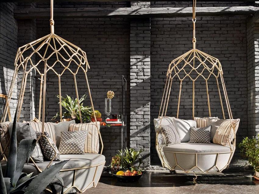 Преимуществом плетёного подвесного кресла есть то, что его можно использовать во дворе, на веранде или на даже балконе