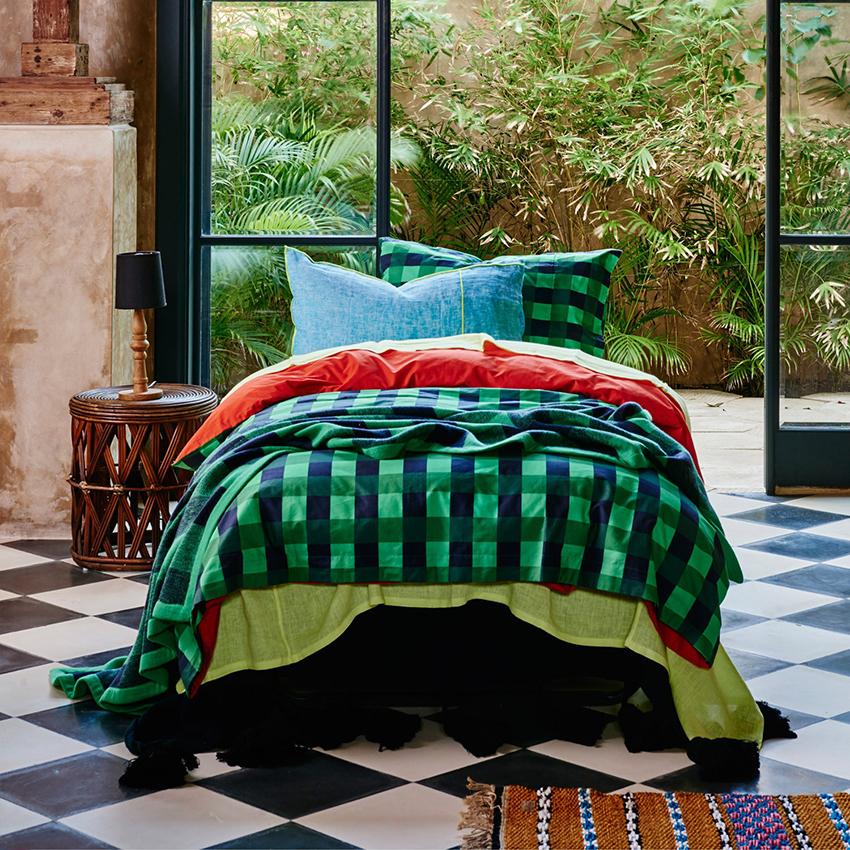 Кровати без изголовья – универсальны, так как их легче использовать в разных интерьерах