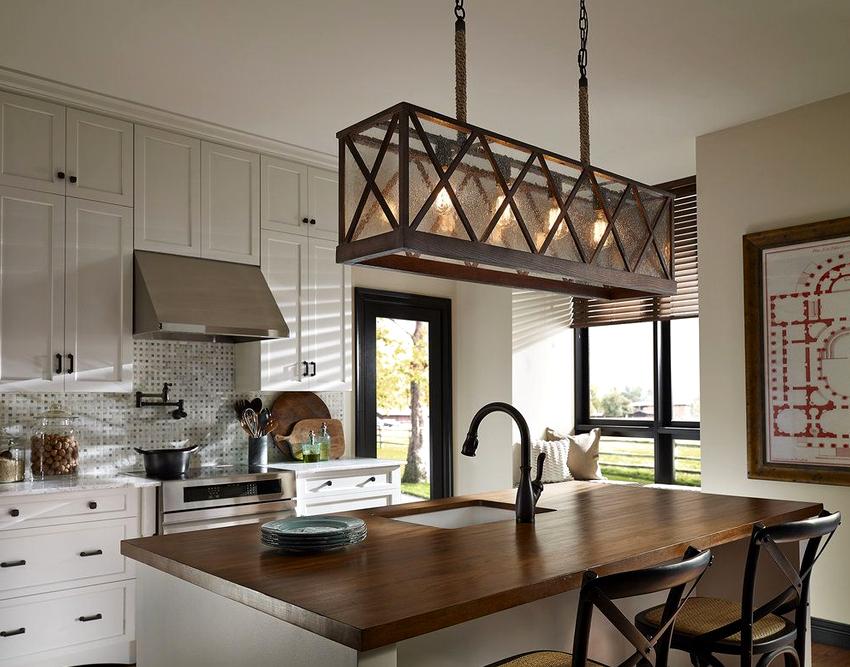 Выбирая люстру на кухню по материалу изготовления, следует руководствоваться соображениями практичности и безопасности