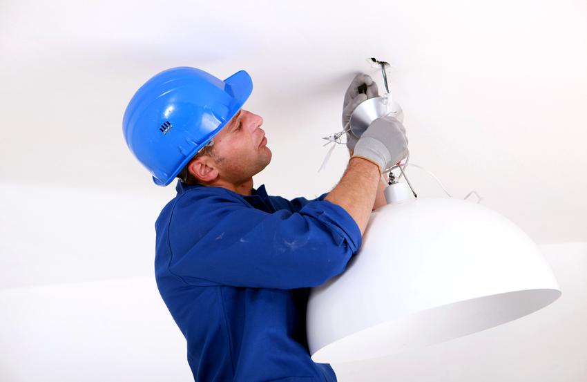 Достаточно сложно прикрепить люстру к гипсокартонному потолку