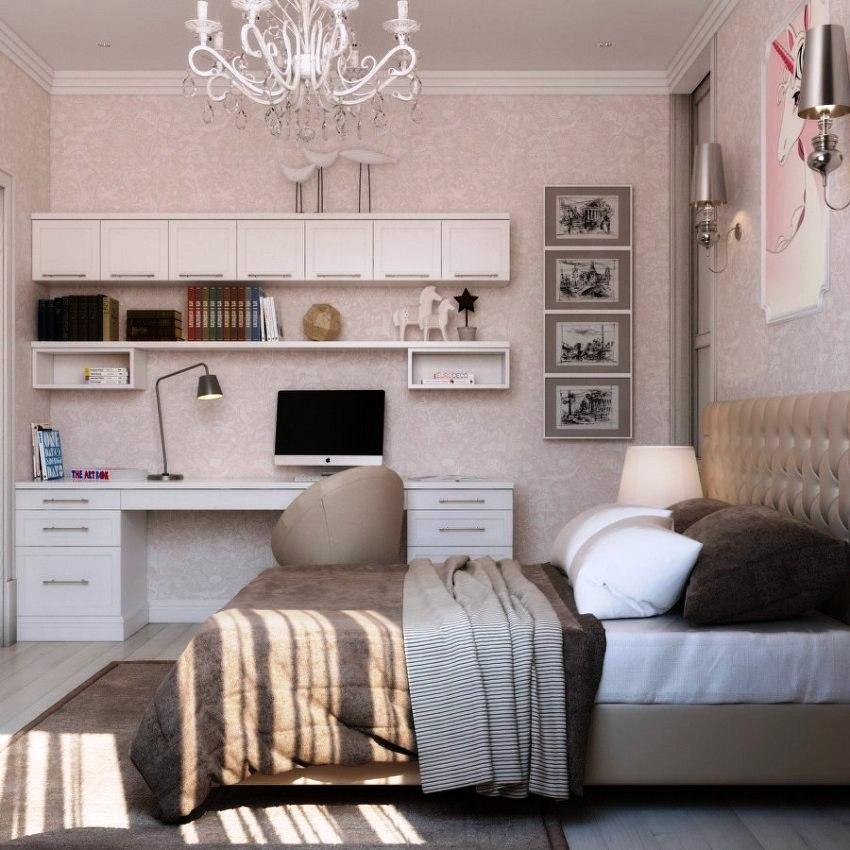 Если спальня включает в себя рабочую зону, то одной люстры будет недостаточно для освещения всей комнаты