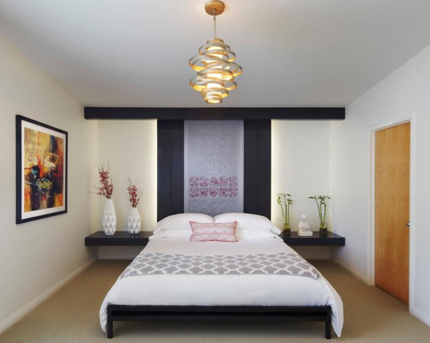 Люстра в спальне считается не просто функциональным предметом, но и элементом декора