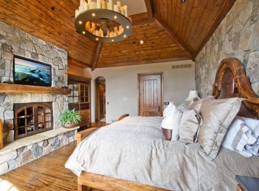 Часто дизайнеры предлагают такие проекты комнат, где люстра располагается не по центру, а непосредственно над кроватью