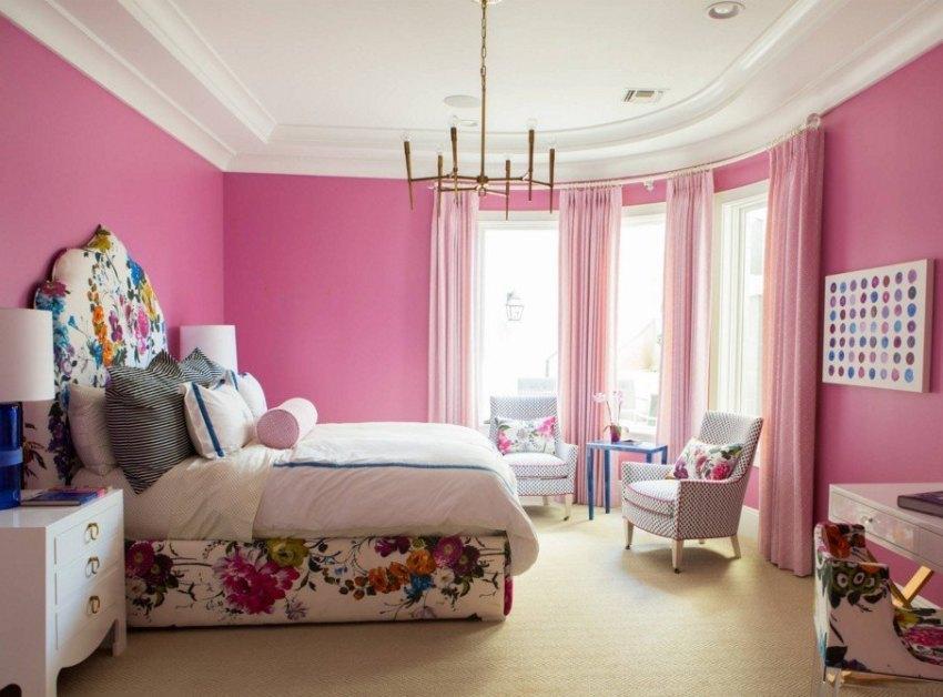 Люстры для спальни с натяжным потолком нужно выбирать в зависимости от качества поверхности