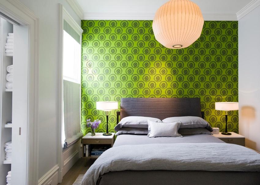 Освещение маленькой комнаты будет зависеть, главным образом, от высоты стен