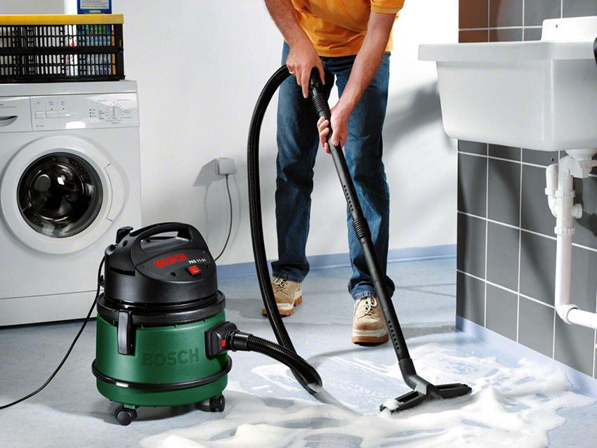 Кроме щеток для сухой и мокрой уборки моющие пылесосы комплектуются насадками для мытья окон и обивки мебели