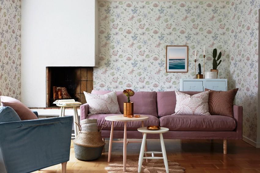 Современные обои для гостиной могут быть как традиционными, на основе бумаги, так и моющимися, на основе других материалов