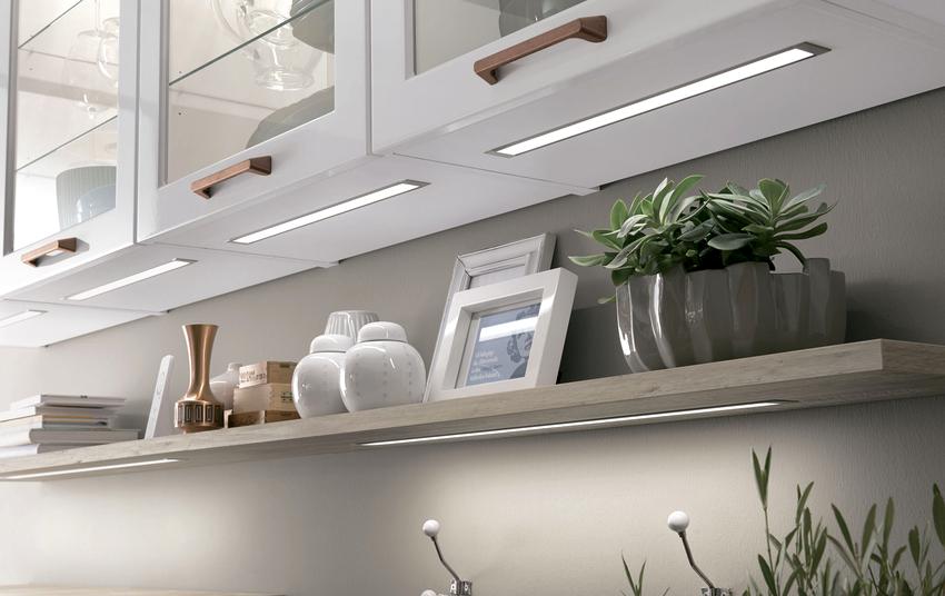 Светодиодное освещение на кухне может быть организовано с помощью специальной прозрачной съемной панели