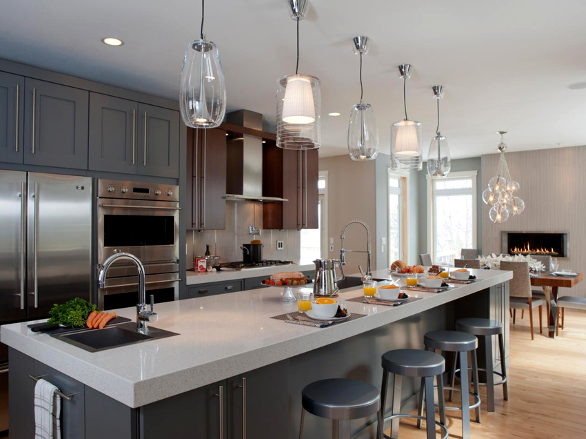 В кухне-студии обычно располагаются 2-3 функциональные зоны