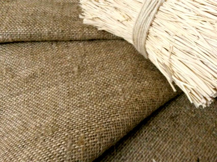 Если использовать натуральную ткань, то кресло получится красивым и комфортным