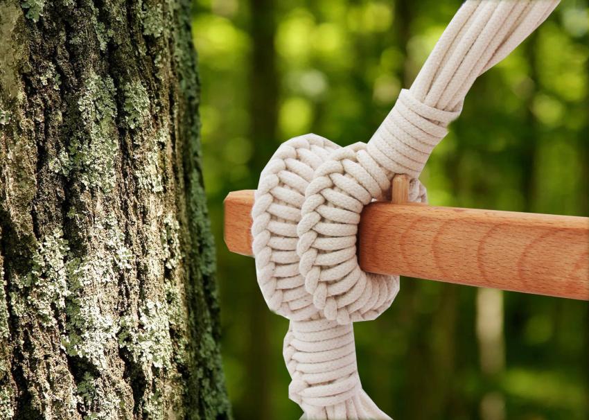 Для каркаса подвесного кресла-гамака лучше всего подойдет дерево