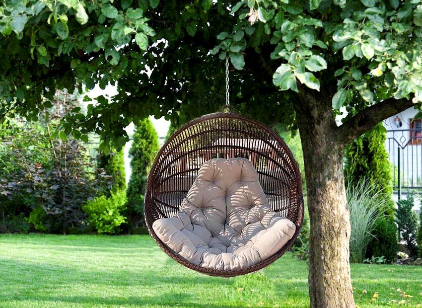Для изготовления плетенного подвесного кресла-гнезда, понадобятся правильно заготовленные прутья