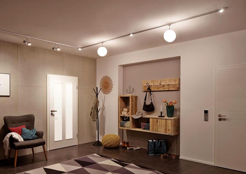 Чтобы создать по-настоящему модное оформление прихожей, придется потратить время и силы на подбор удобной мебели