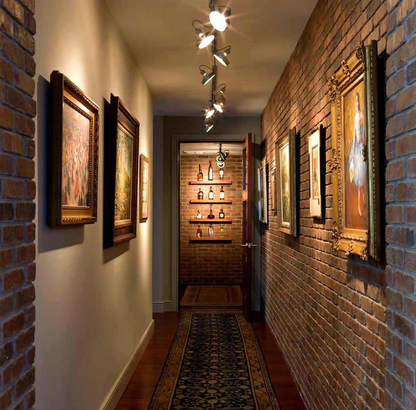 В квартирах коридорного типа очень важно обозначить зону прихожей