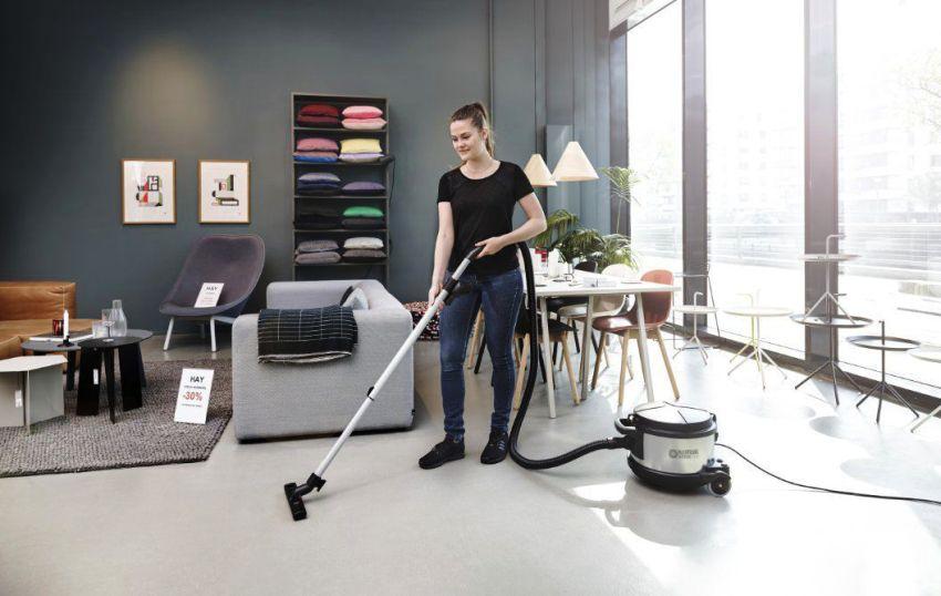 Если в квартире большие комнаты, выбирайте модель со шнуром длиной шесть и более метров