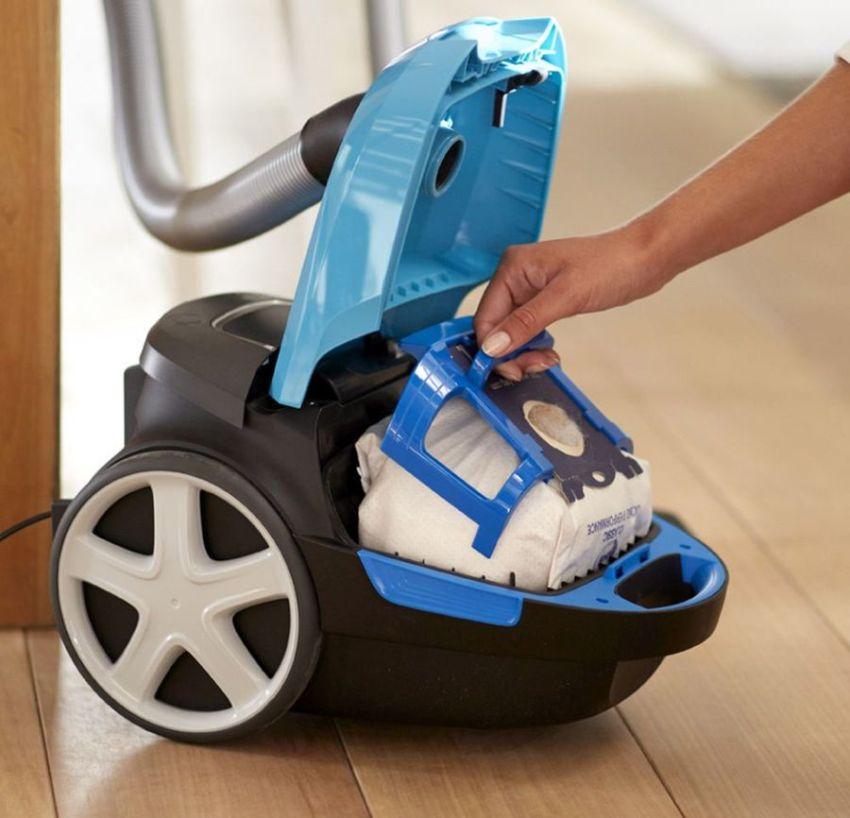 В результате уборки классическим пылесосом, грязь остается в мешке, а очищенный воздух возвращается в помещение