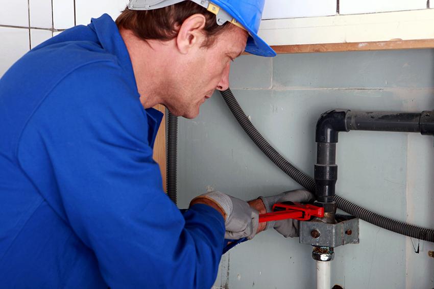 Для замены трубопровода рекомендуется воспользоваться услугами специалистов