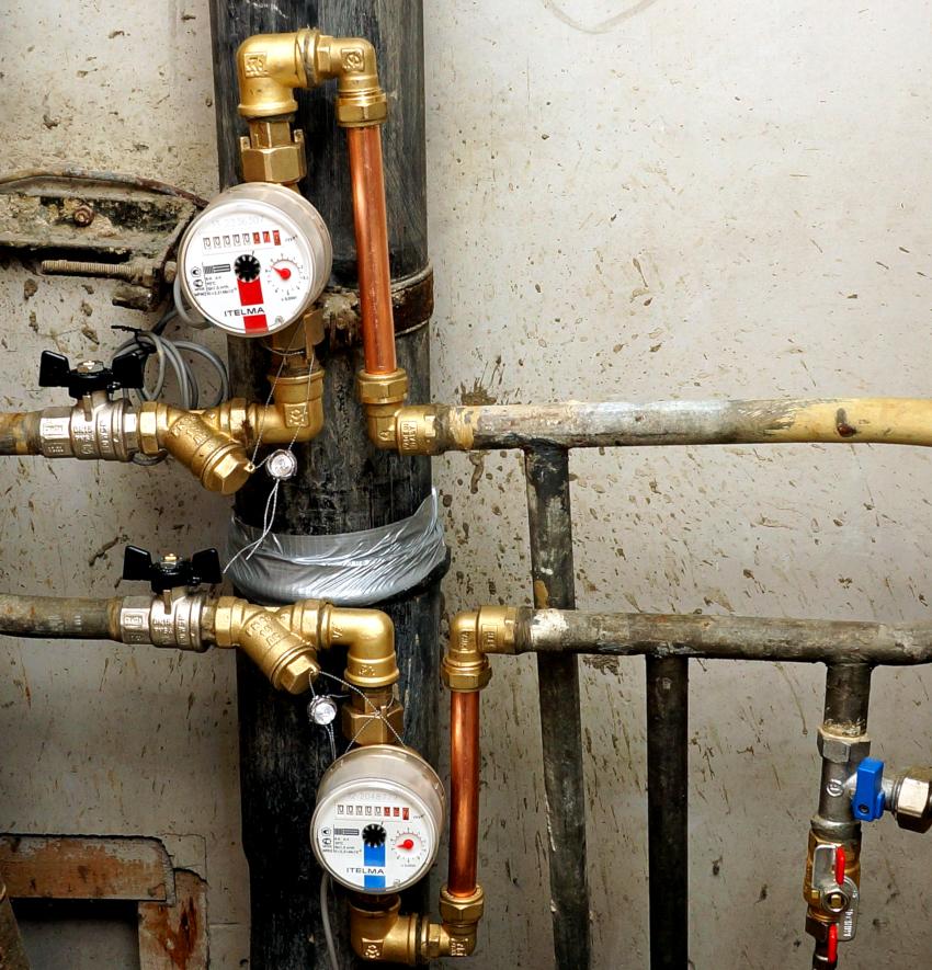 Все современные счетчики воды состоят из двух блоков: корпуса и счетного барабана