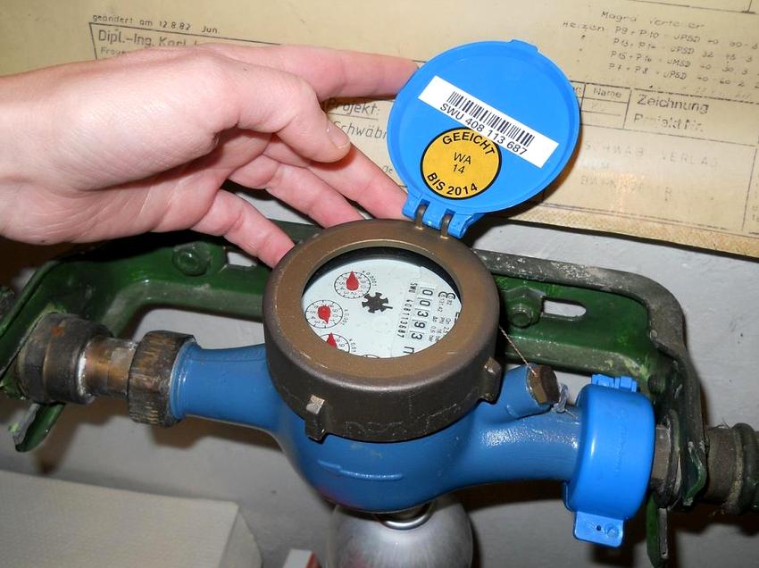 Чаще всего в домашних условиях устанавливают простые механические устройства