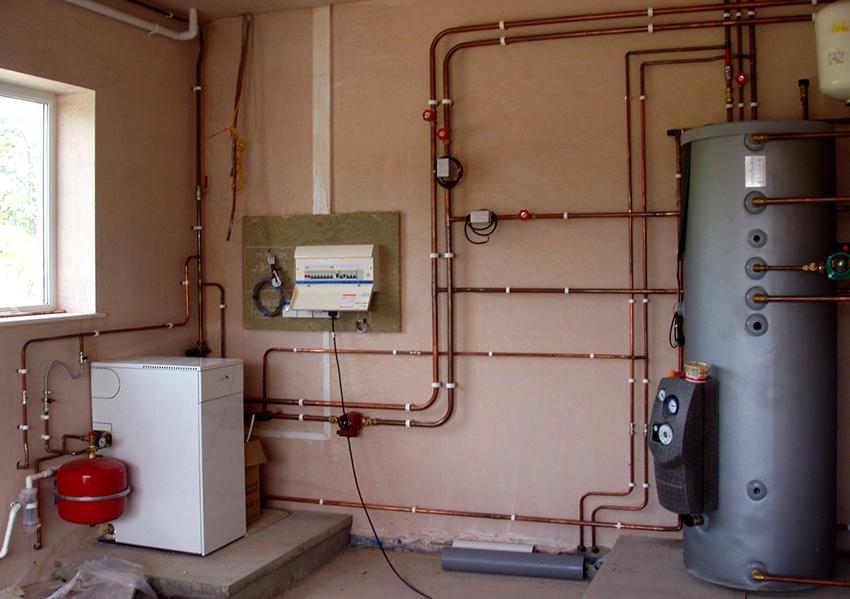 Система разводки отопления в многоэтажном доме может быть вертикальной или горизонтальной