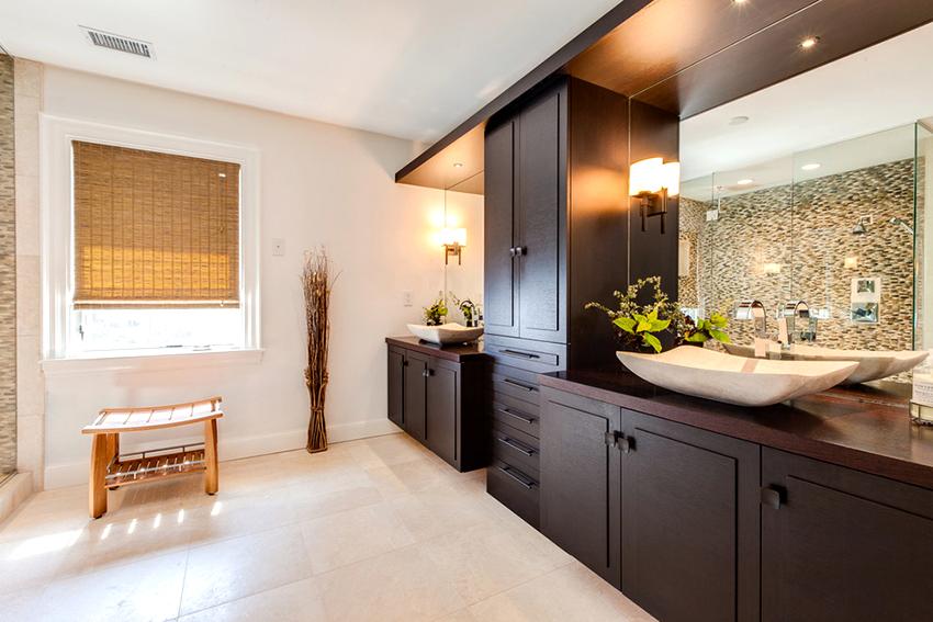 Если ванная большая, то рекомендуется установить бельевой шкаф