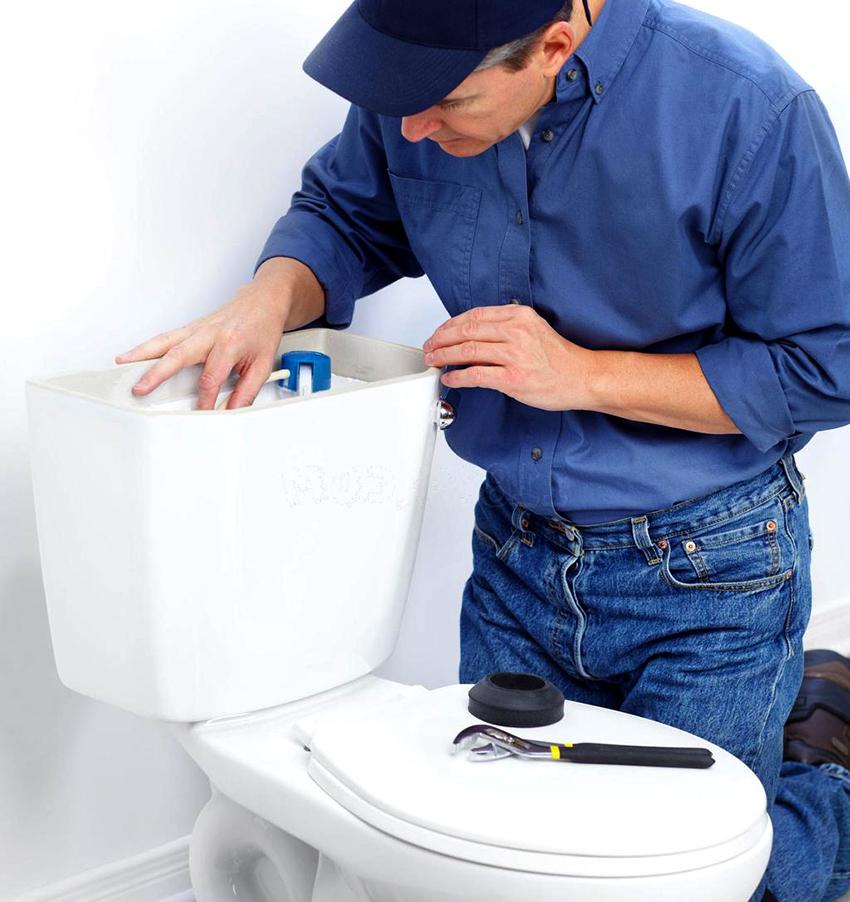 Наливной клапан вставляется в боковую стенку бачка или в днище