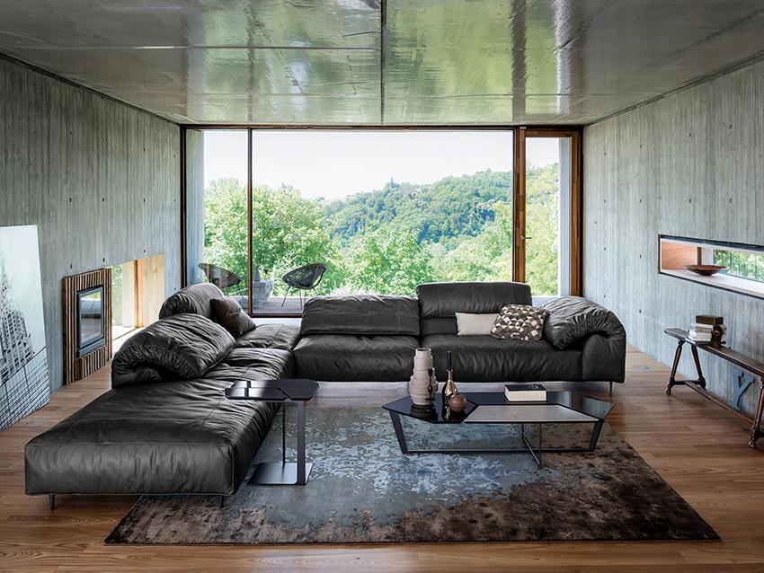 Как правило, большие угловые диваны производятся на заказ